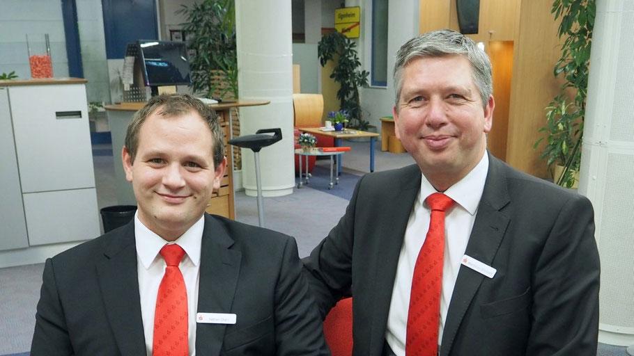 Fabian Starr (l.) ist Nachfolger von Matthias Dittloff als Filialdirektor der Sparkasse Südholstein in Quickborn