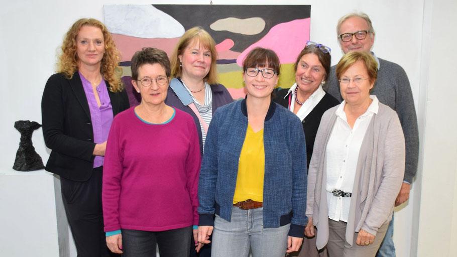 Die AustellerInnen: Hanna Gajare, Uschi McGurty, Christine Kleicke, Vorsitzende Romy Rölicke, Alice Kaufmann, Ingrid Friedrichsen und Edwin Zaft (v.l.)