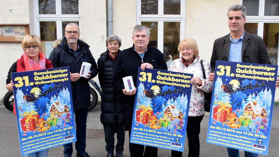 Freuen sich, den Weihnachtsmarkt präsentieren zu können: Brigitte Schulz-Mosner (Werkstatt), Richard Janssen (Kinderhilfswerk), Irene Lühdorff (Geschichtswerkstatt), Jan Rowell (Eulenring), Christa Abendroth (AWO) und Christian Rohde (Werkstatt) (v.l.)