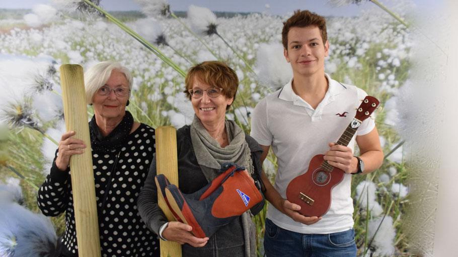 Kunst, Naturkunde und Musik prägen das Angebot der Stadtjugendpflege - hier präsentiert von Ute Daniel, Birgit Hesse und Dominik Wollermann, der sein Freiwilliges Soziales Jahr bei der Stadtjugendpflege absolviert.