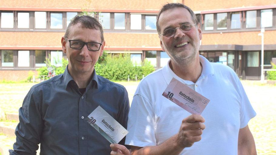 Freuen sich über den Erfolg des Gutscheines: Vorstandsmitglied Lars-Christian Wendt und Pressesprecher Knud Hansen