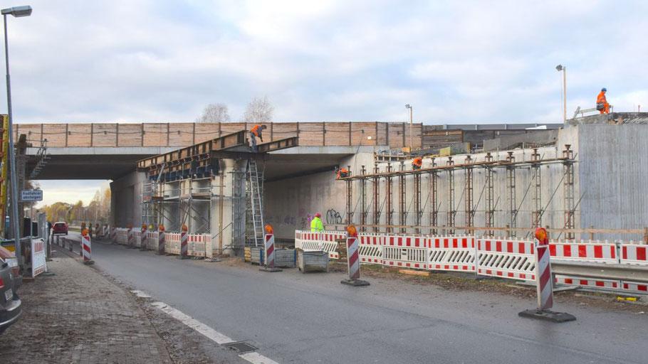 An der Autobahnbrücke Tanneneck sollen an diesem Wochenende die Träger für die östlichen Fahrspuren eingesetzt werden.