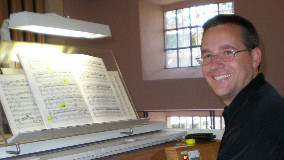 Kantor Michael Schmult hat das Benefiz-Orgelkonzert organisiert