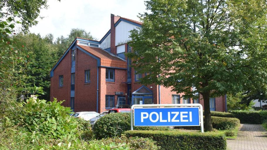 So idyllisch liegt die Quickborner Polizeiwache derzeit im Quickborner Gewerbegebiet Halenberg
