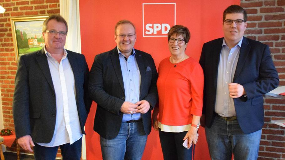 Tom Lenuweit und Elke Schreiber begrüßten den SPD-Europawahl-Spitzenkandidaten Enrico Kreft und Hartmut Kretschmer aus Malchow (v.r.)