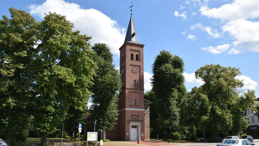 Steht im Sommer für jedermann offen: die Marienkirche in Quickborn.