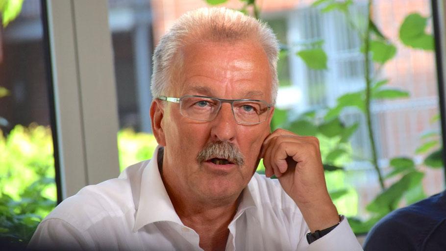 SPD-Pressesprecher Karl-Heinz Marrek informierte über die Pläne seiner Partei