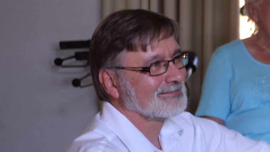 Pastor Rainer Patz vertritt in der Diskussion die christliche Kirche.