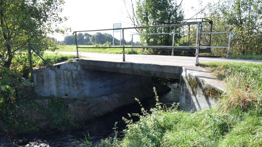 Diese Brücke im Verlaufe der Himmelmoorchaussee soll erneuert werden.