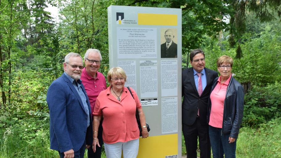 Bürgervorsteher Henning Meyn, Organisator Enno Hasbargen, Christa Abendroth, Bürgermeister Thomas Köppl und Elke Schreiber (v.l.)