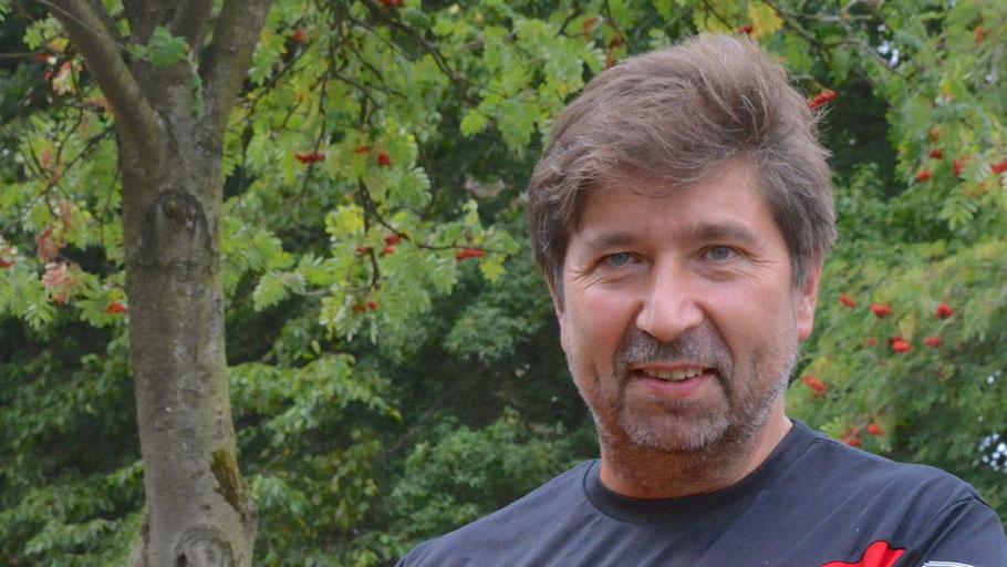 Lions-Präsident Robert Hüneburg stellte das Boule-Derby vor
