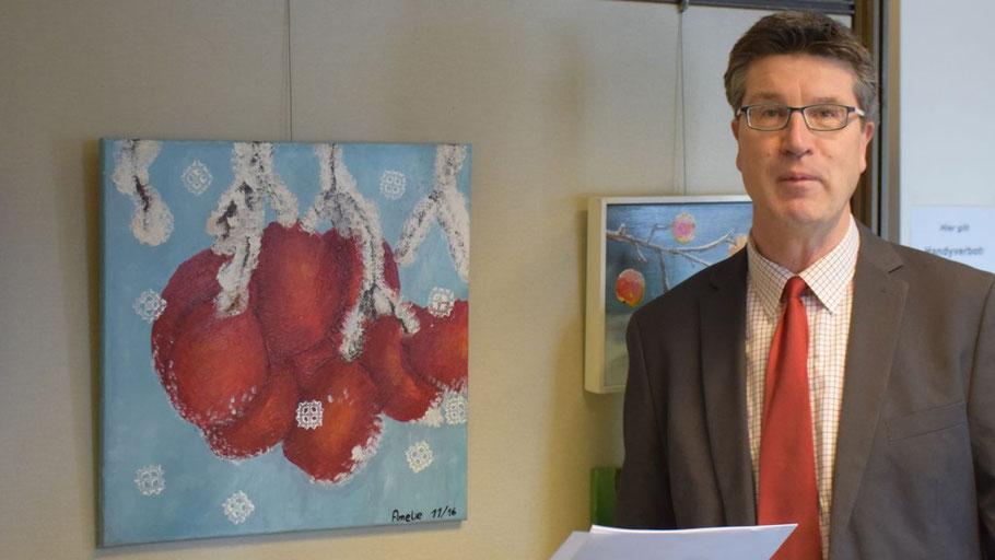 Carsten Möller von der Stadt Quickborn stellte die Ausstellung des Ateliers Klinkforth vor