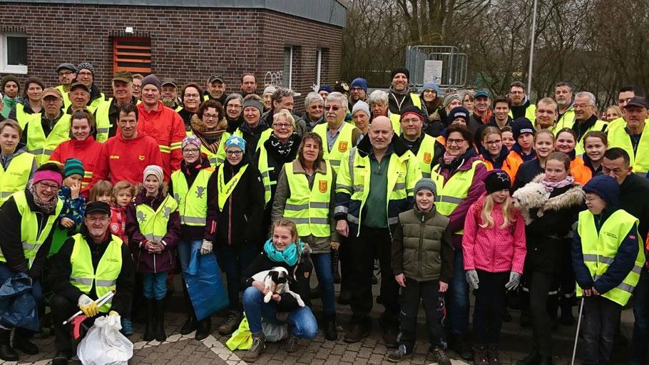 """2019 haben über 100 Helferinnen und Helfer an der Aktion """"Saubere Landschaft"""" teilgenommen (Foto: Hüneburg)"""
