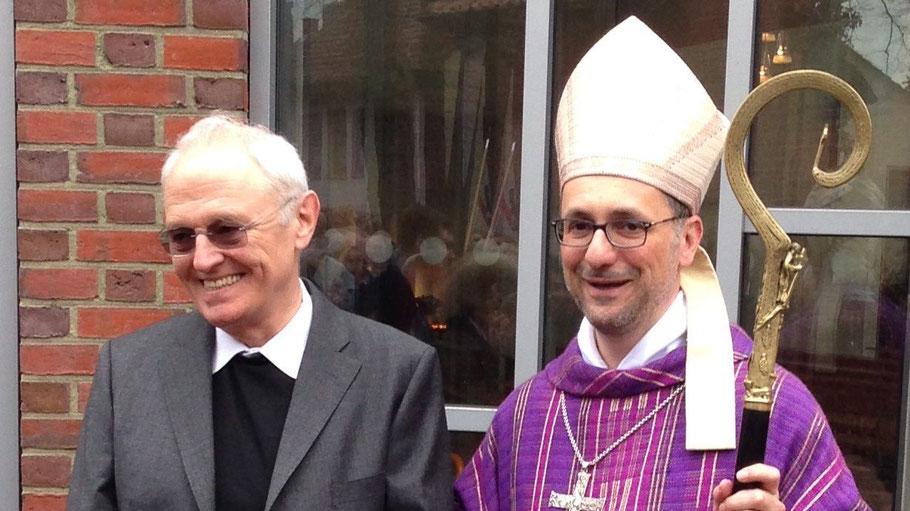 Wie hier bei seinem ersten Besuch in Quickborn im März 2015 wird Pfarrer Gutmann Erzbischof Heße willkommen heißen.