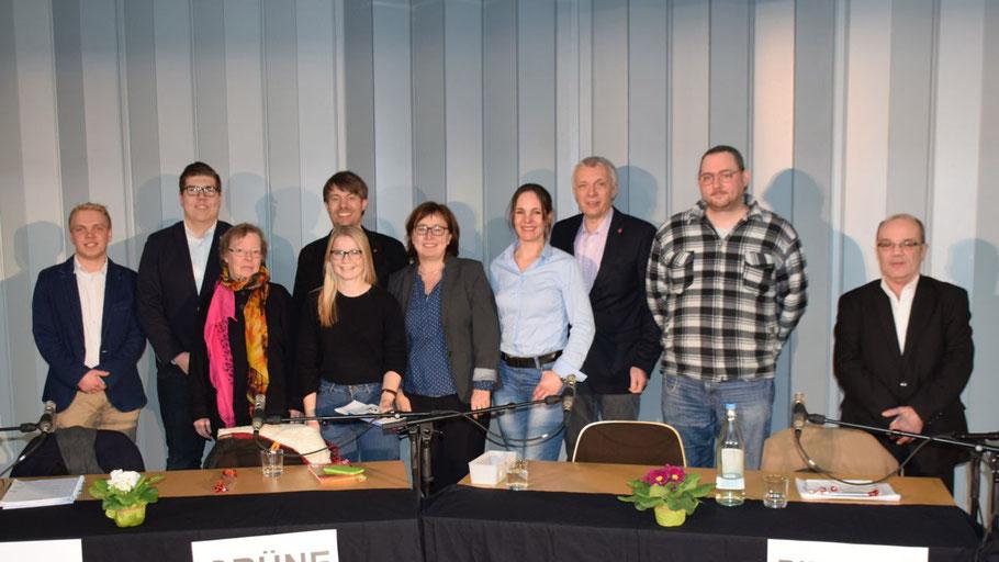 ... (Moderator), Tom Lenuweit (Moderator), Mariannne Kolter (Die Linke), .... (Moderatorin), Helge Neumann (SPD), Eka von Kalben (B90/Grüne), Annabell Krämer (FDP), Peter Lehnert /CDU), Sven Ludzuweit (Piraten), Michael Poschart (AfD)