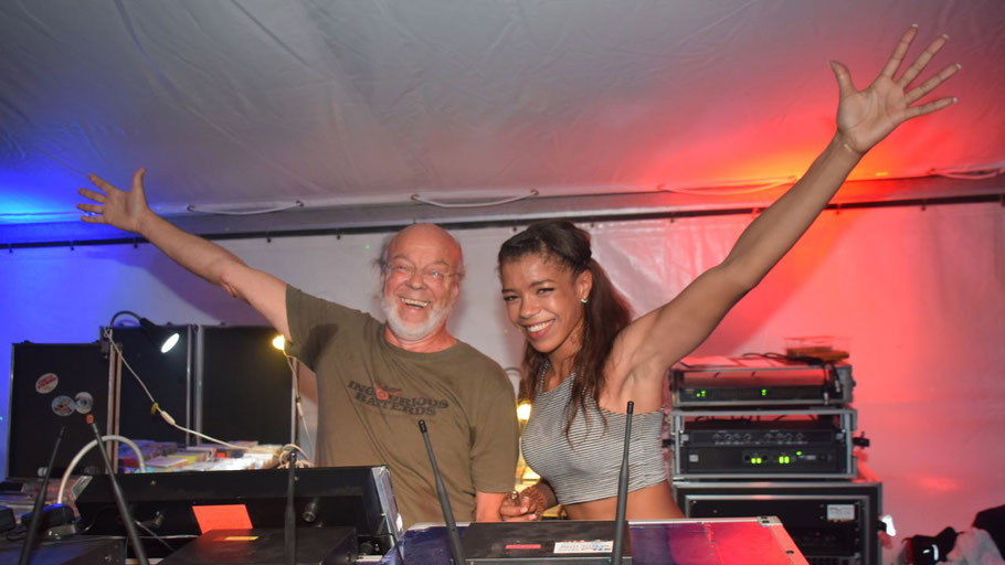 Party-Stimmung im Doppelpack: Kult-Discjockey Kuno und neu DJane Miss Williams sorgten auf der Ü30-Party des Schützenvereins für den richtige Sound.