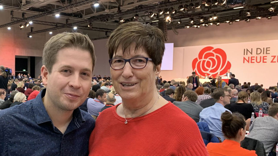 Gratulierte Elke Schreiber zum neuen Amt: der Juso-Vorsitzende und frischgebackene Partei-Vize Kevin Kühnert