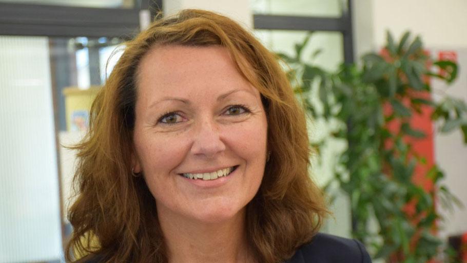 Die FDP-Vorsitzende Frederike Rübhausen lädt zum Sommerfest