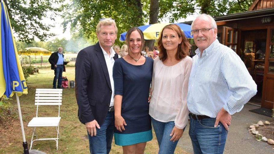 Über den Besuch von Wirtschaftsminister Dr. Bernd Buchholz und des FDP-Kreisvorsitzenden Günther Hildebrand freuten sich Landtagsabgeordnete Annabell Krämer und die FDP-Ortsvorsitzende  Friederike Rübhausen