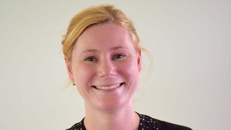 Theresa Wildgrube berät in Quickborn zu allen Fragen rund um die Pflege.