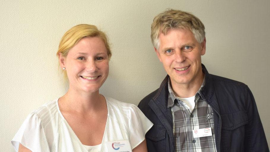 Fachbereichsleiter Volker Dentzin freut sich über die erfolgreiche Arbeit von Theresa Wildgrube in Quickborn