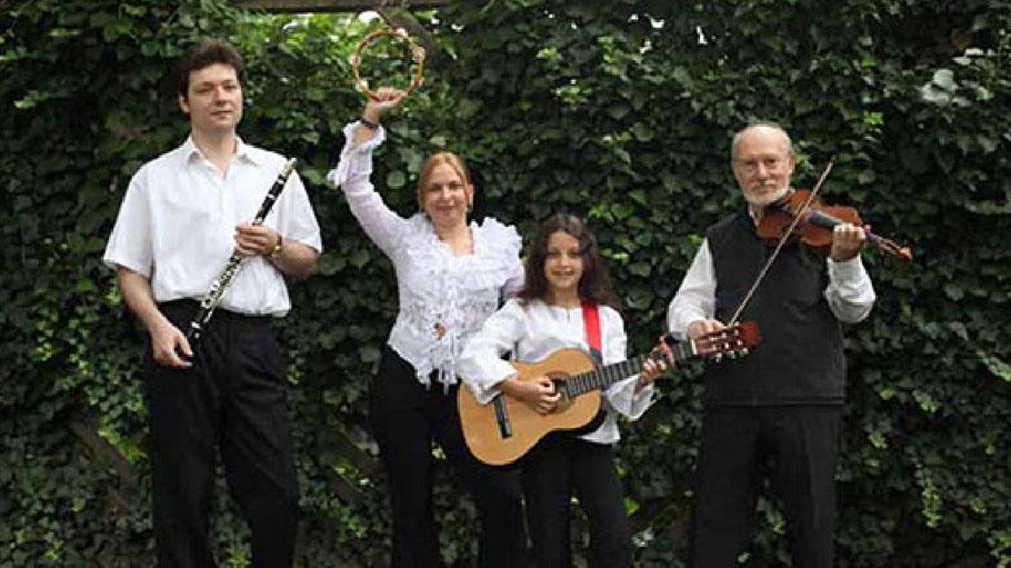 """Das Ensemble """"Familie Lachmann"""""""