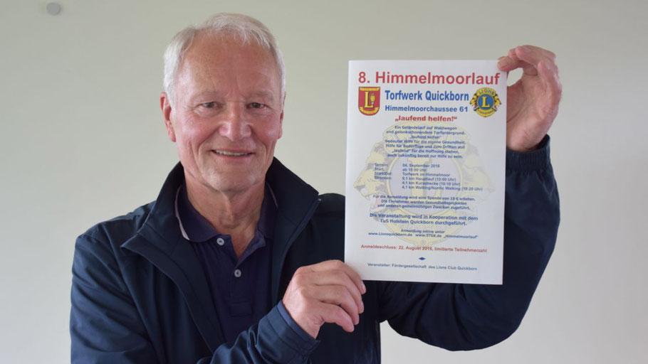Professor Dr. med. Hans-Jürgen Mest  präsentiert den 8. Himmelmoorlauf