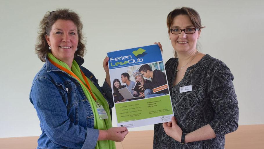 Die Mitarbeiterinnen der Stadtbücherei Kerstin Kranz und Michaela Ploog präsentieren den FerienLeseClub.
