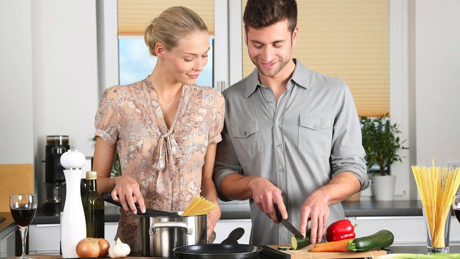 Geselliges gemeinsames Kochen in der VHS-Cloud mit Ernährungsberater Andreas Sommers (Foto: Pixabay)
