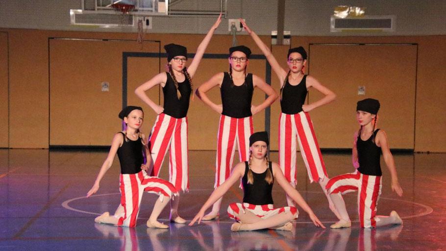 Die Tänzerinnen gehörten zu dem Highlights der Show (alle Fotos: TuS Holstein)