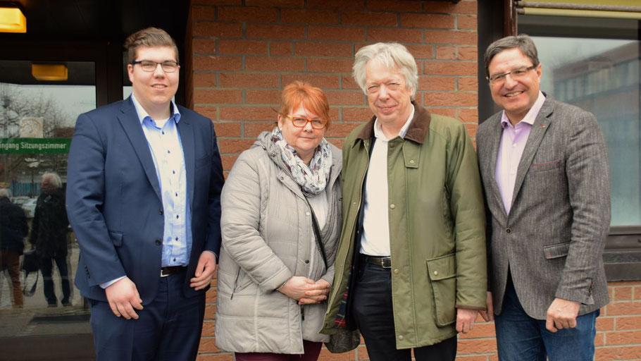 Begleitet vom SPD-Ortsvorsitzenden Tom Lenuweit und der SPD-Fraktionsvorsitzenden Astrid Huemke besuchte der SPD-Bundestagsabgeordnete Dr. Ernst Dieter Rossmann den Quickborner Bürgermeister Thomas Köpplmeister