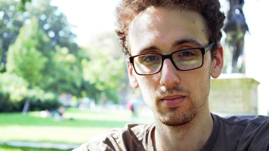 Der in Quickborn aufgewachsene Lyriker Timo Brandt kehrt zu einer Lesung in die Eulenstadt zurück.