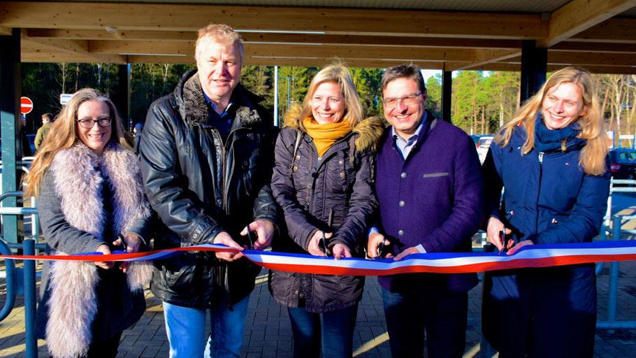 Marion Köhler (Metropolregion), Stefan Bauer, Elke Christina Roeder, Thomas Köppl und Wiebke Preckwinkel (NAH.SH) weihten die Anlage offiziell ein