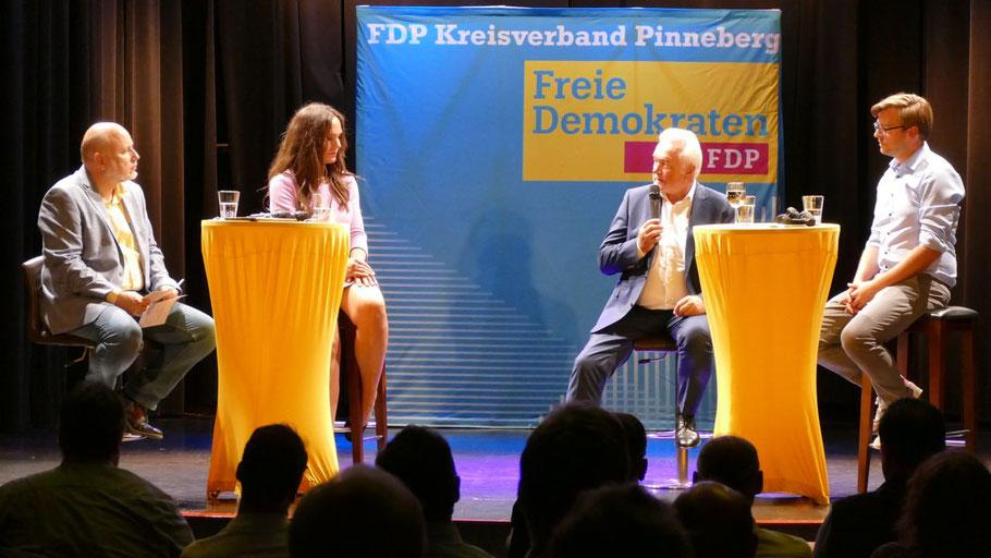 Thomas Beckmann und Annabell Krämer begrüßten neben Wolfgang Kubicki auch den FDP-Direktkandidaten Philipp Rösch