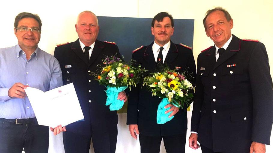 Bürgermeister Thomas Köppl überreichte Daniel Dähn die Ernennungsurkunde und dankte Vorgänger Jan Bestmann in Anwesenheit von Wehrführer Wido Schön für seine Arbeit (v.l.n.r).
