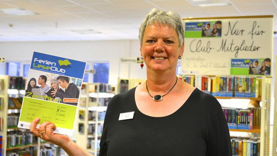 Monika Pütz, Leiterin der Stadtbücherei, wird auf der Abschlussparty die Zertifikate überreichen.