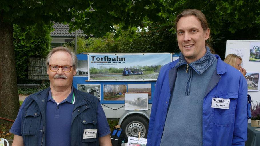 Reinold Wedekind und der 1. Vorsitzende Dan Zelck informierten über das Angebot der Torfbahn Himmelmoor und die Anforderungen, die sich die Touristenattraktion für die Zukunft ausgesetzt sieht