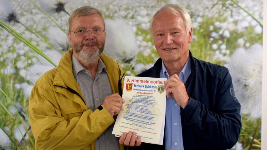 Prof. Dr. Hans-Jürgen Mest (r.) und Bernd Harnack, neuer Pressesprecher des Quickborner Lions-Club) präsentieren den neuen Himmelmoorlauf