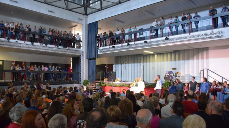 Voll besetzt war die Aula des Dietrich-Bonhoeffer-Gymnasiums bei der Einführung des neuen Jahrgangs