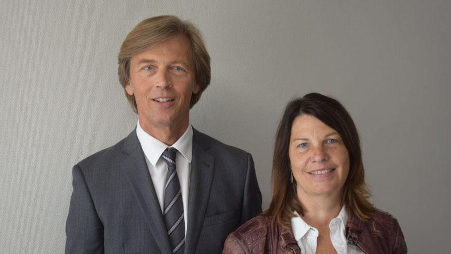 Sabine Schröder vom Fachbereich Einwohnerangelegenheiten stellte im Pressegespräch Thomas Ehlert, den neuen ehrenamtlichen Rentenberater für Quickborn vor