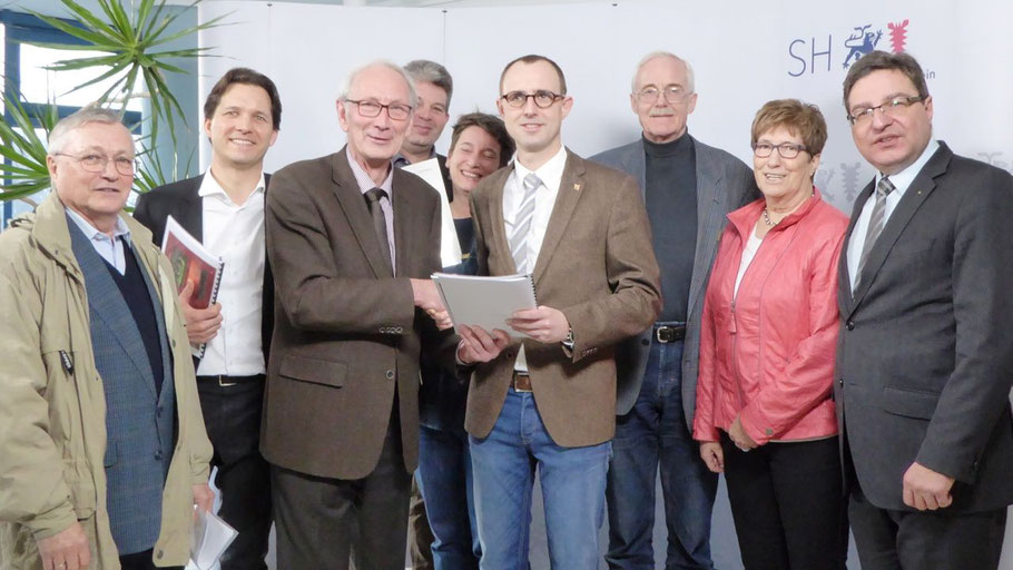 Rainer Naujox,  Dr. Oliver Grundei, Klaus-H. Hensel, Harm Kähler,  Anke Erdmann,  Dirk Schrödter,  Hans-Hermann Saß, Elke Schreiber und Thomas Köppl (v.l.)