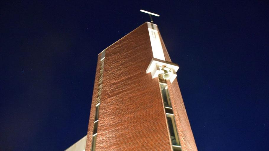 Der Turm der St. Marienkirche wird sicher auch im Lichterglanz erstrahlen, das Farbenspiel ist aber im Inneren zu sehen.