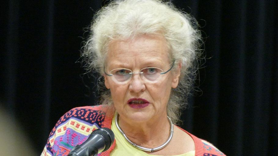 Ratsfrau Sabine Schaefer-Maniezki erläuterte den Antrag der Grünen