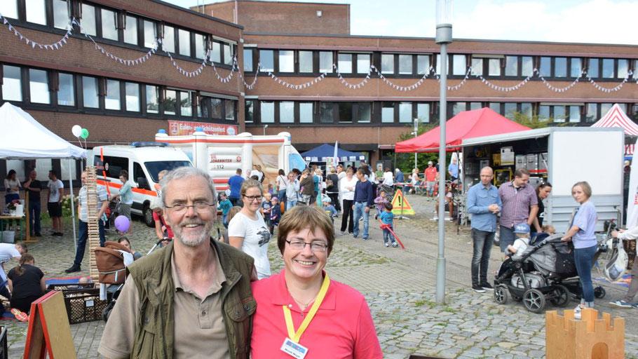 Richard Janssen, Vorsitzender des Kinderhilfswerks Quickborn, und Kassenwartin Nicole Meyer freuten sich über den Erfolg des Kinderfestes