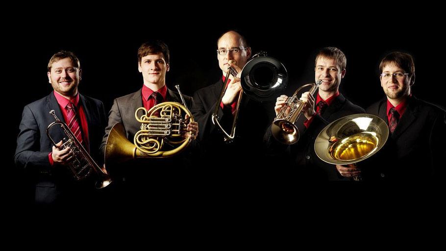 Das Blechbläserquintett emBRASSment aus Leipzig spielt im Rahmen der Musiktage in Quickborn.