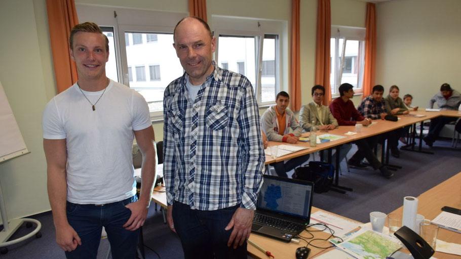 Linus Roggenkamp und Uwe Büchner leiten den STAFF-Kurs an der VHS Quickborn.