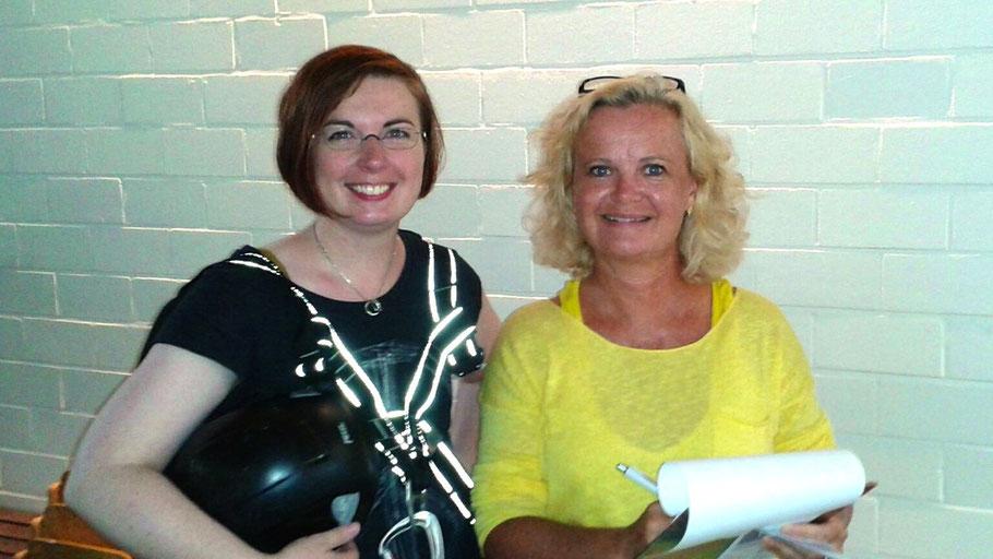 Die Gleichstellungsbeaufragte Hannah Gleisner und Nicole Eickhoff, Koordinatorin des Familienzentrums in der DRK Kindertagesstätte Talstraße