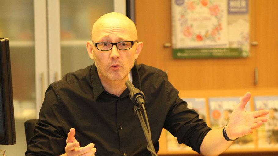 Arne Tiedemann kommt zu einer Lesung nach Quickborn (Foto: Arnemann)