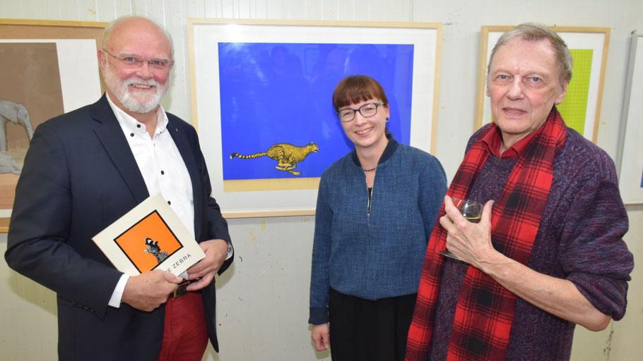 Sammler Dr. Peter Fahrenkrug, Kunstvereinsvorsitzende Romy Rölicke und Maler Dieter Asmus eröffneten die Ausstellung