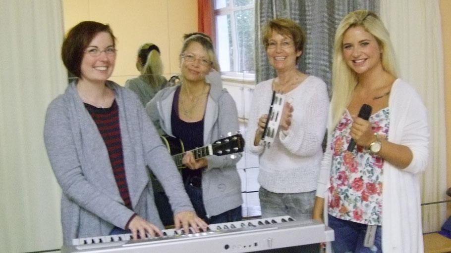 Hannah Gleisner, Kathrin Trappberger,  Birgit Hesse und Vanessa Valera Rojas freuen sich auf weitere TeilnehmerInnen am Workshop.